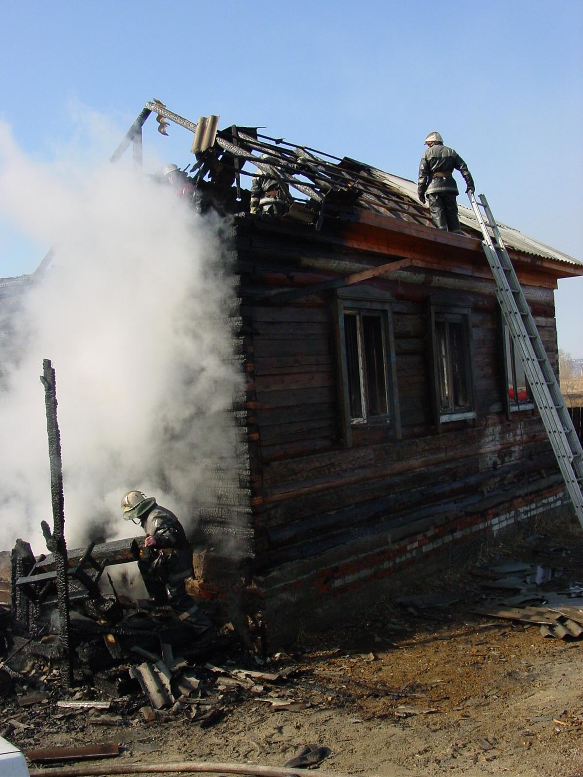 В Шимановске пожарные ликвидировали возгорание жилого дома