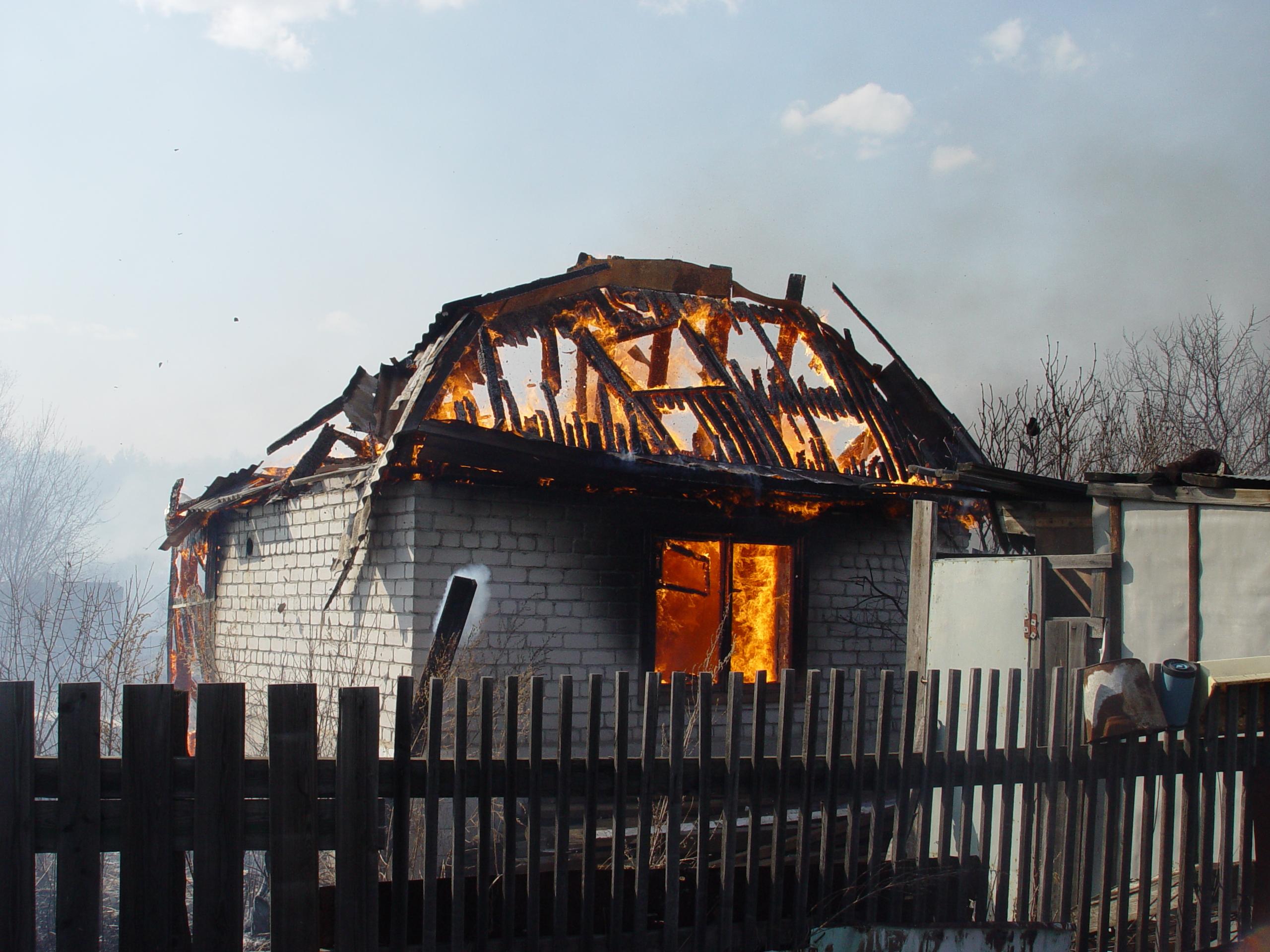 В Прогрессе ликвидировали возгорание садовых домиков