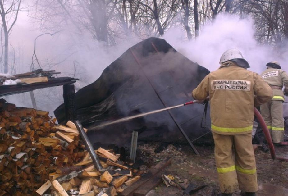 В Тамбовском районе огнеборцы спасли хозяйственную постройку