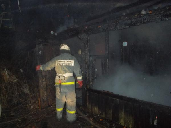 В Шимановском районе тушили баню