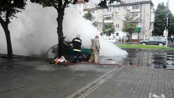 В Шимановском районе пожарные ликвидировали возгорание автомобиля