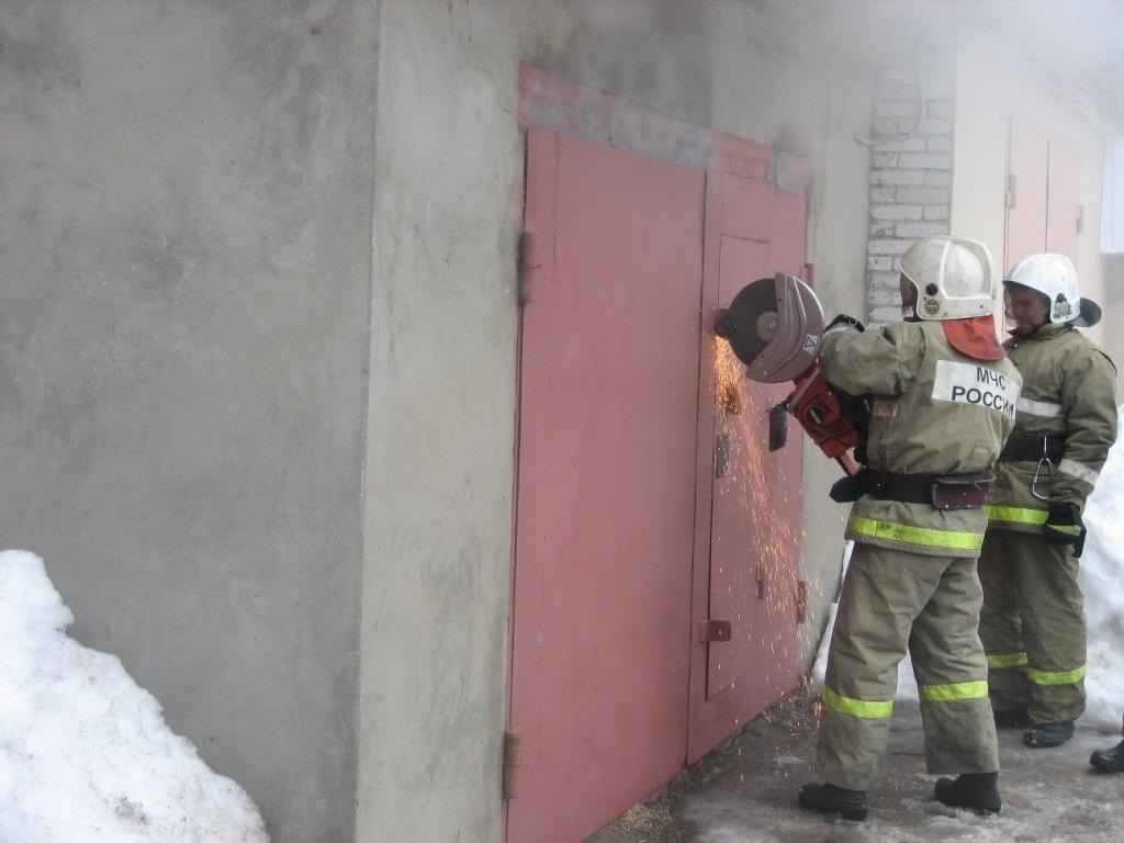 Пожарные Шимановска ликвидировали возгорание гаража