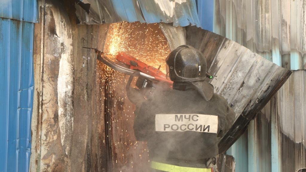 Завитинские огнеборцы ликвидировали возгорание в гаражном массиве