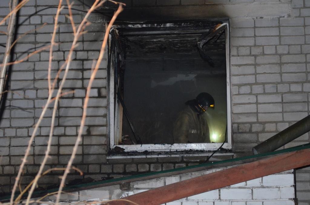 Огнеборцы пгт. Прогресс ликвидировали возгорание в многоквартирном жилом доме
