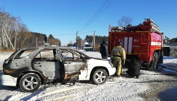 Тындинские пожарные выезжали на тушение автомобиля