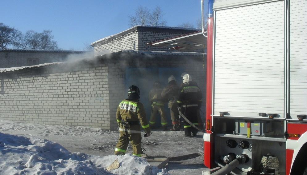 В Тынде огнеборцы ликвидировали возгорание в гаражном кооперативе