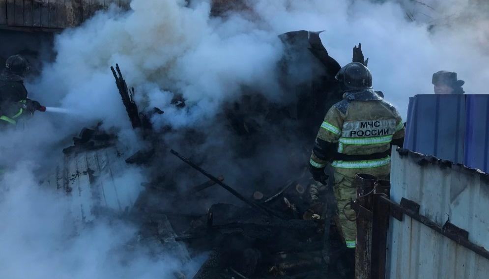 Шимановские огнеборцы тушили надворную постройку