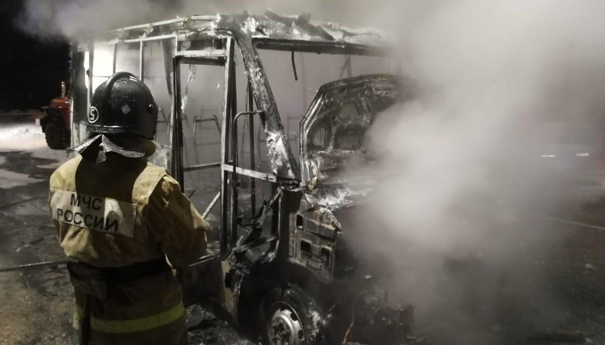 В Тынде пожарные ликвидировали возгорание автомобиля