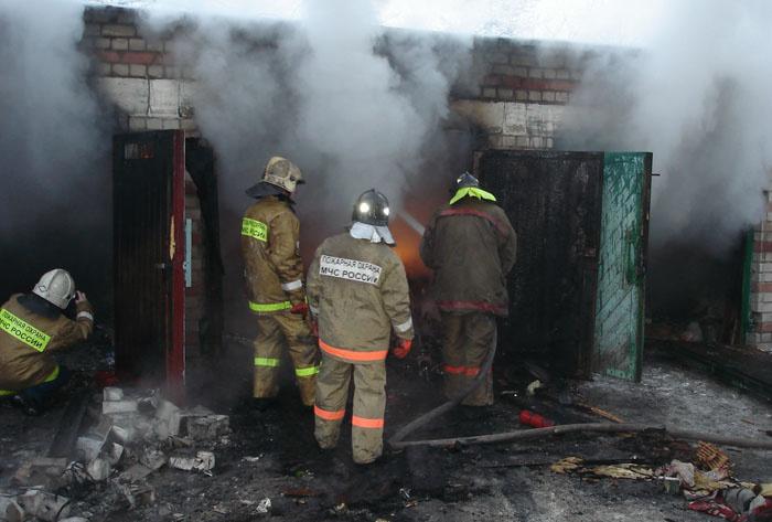 В Октябрьском районе пожарные ликвидировали возгорание гаража
