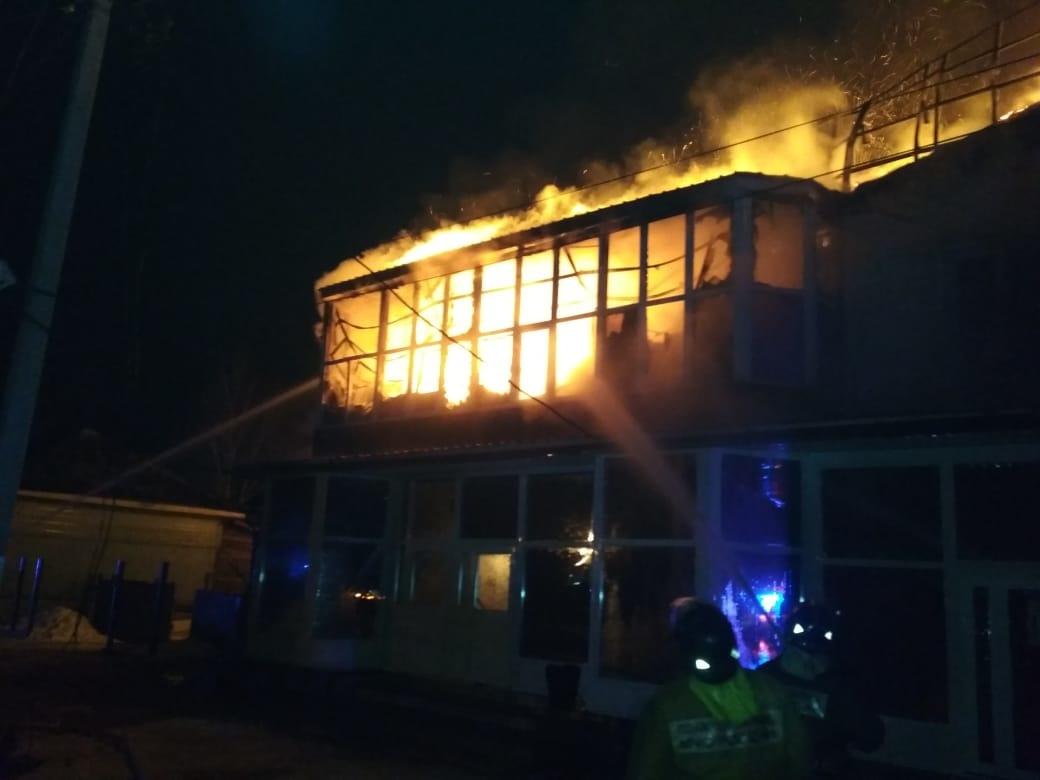 Огнеборцы Зейского пожарно-спасательного гарнизона тушили пожар в магазине строительных материалов