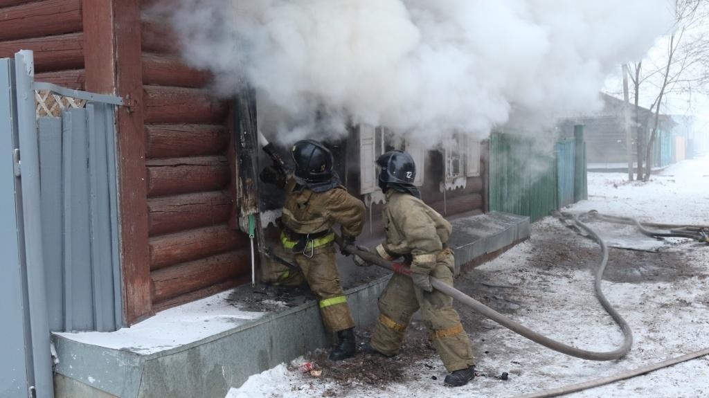 В Свободненском пожарно-спасательном гарнизоне огнеборцы ликвидировали возгорание жилого дома