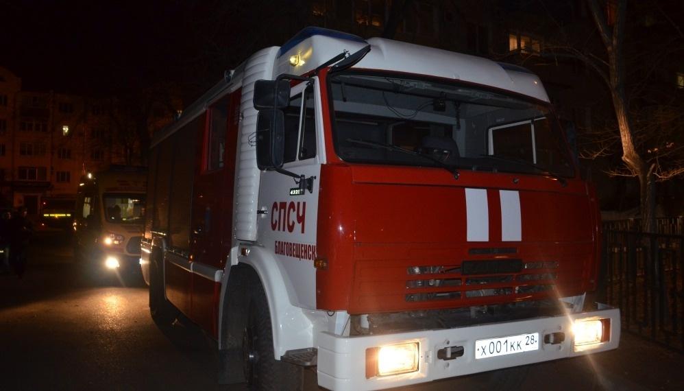 Огнеборцы Благовещенского пожарно-спасательного гарнизона ликвидировали возгорание одноэтажного здания