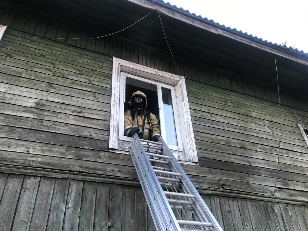 В Тамбовке огнеборцы ликвидировали возгорание нежилого дома