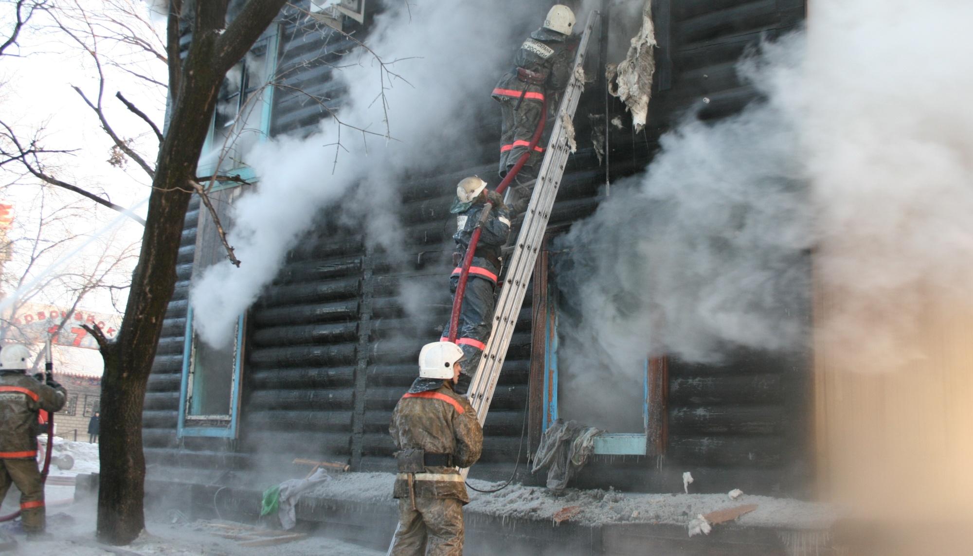 Тындинские огнеборцы защитили от огня частный жилой дом