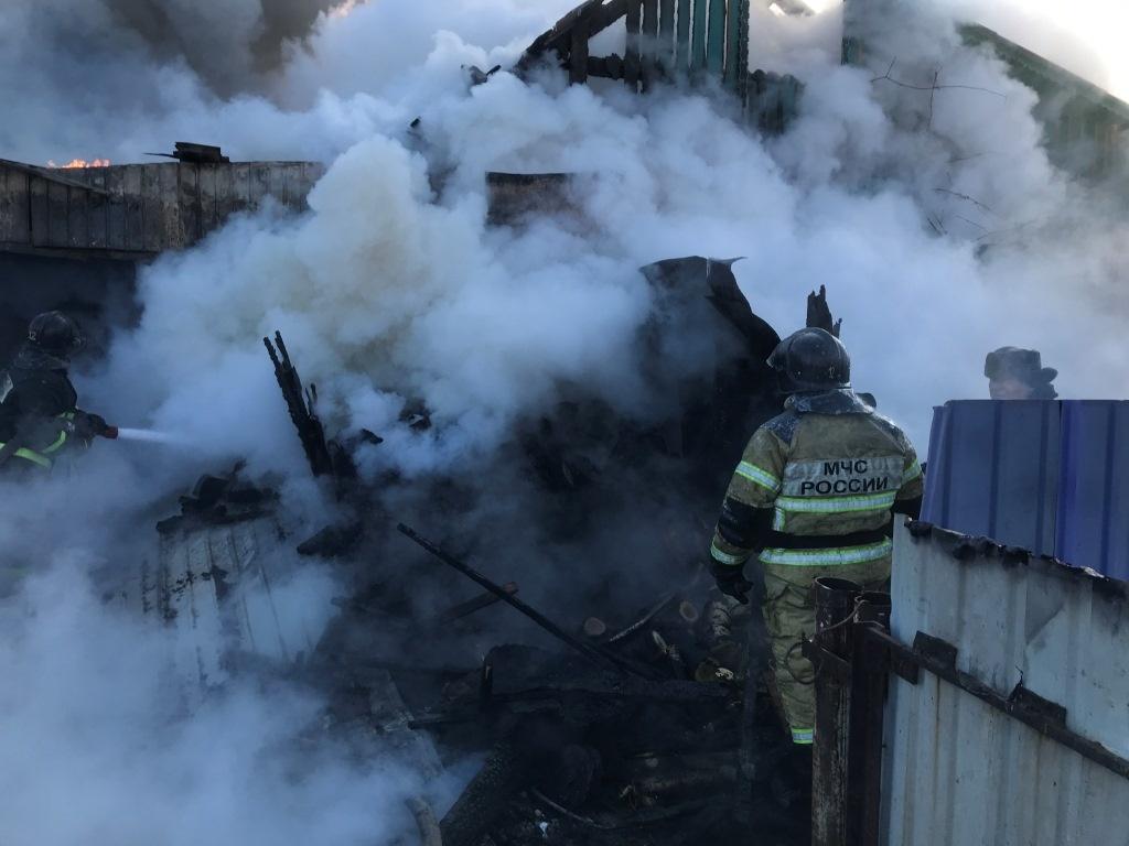 Шимановские огнеборцы ликвидировали возгорание на частном подворье