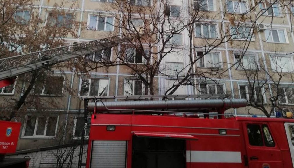 Белогорские огнеборцы при пожаре спасли двух человек