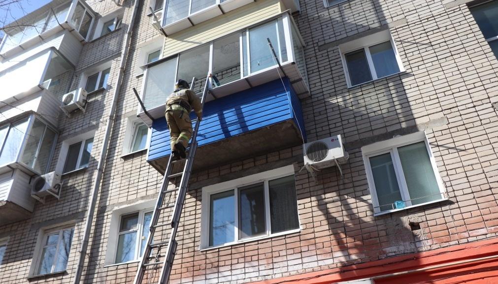 В Тынде огнеборцы ликвидировали возгорание в девятиэтажном жилом доме
