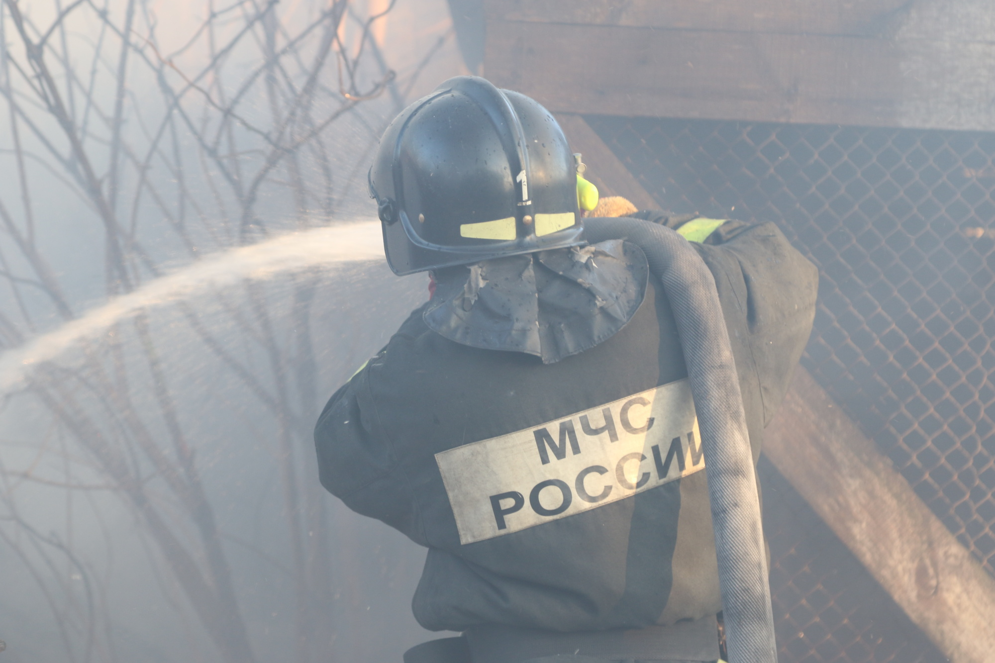 В Тынде огнеборцы ликвидировали возгорание автомобиля