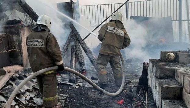 В Сковородино ликвидировали возгорание бесхозного строения