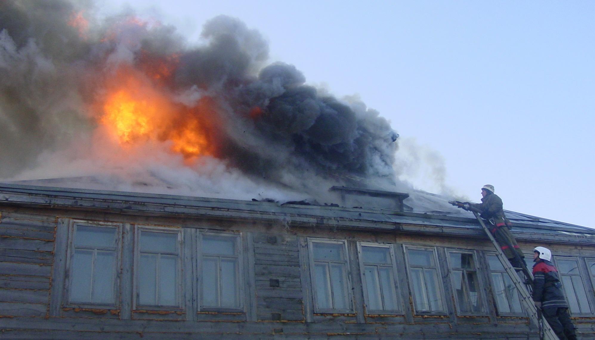 В Завитинске огнеборцы тушили дом под дачу