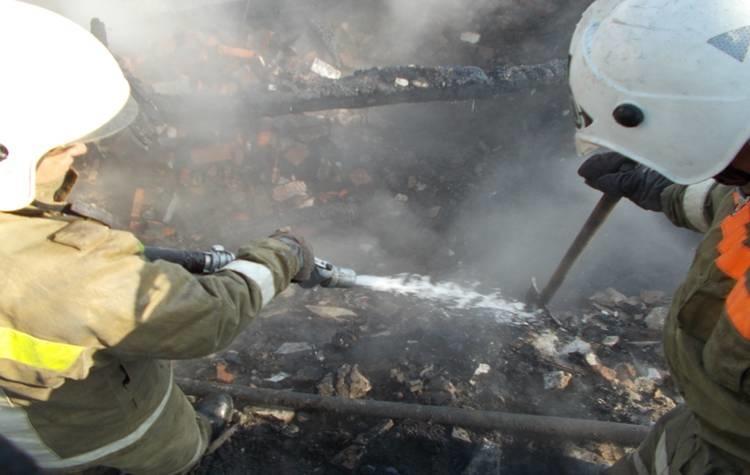 В Сковординском районе пожарные тушили строительный вагончик