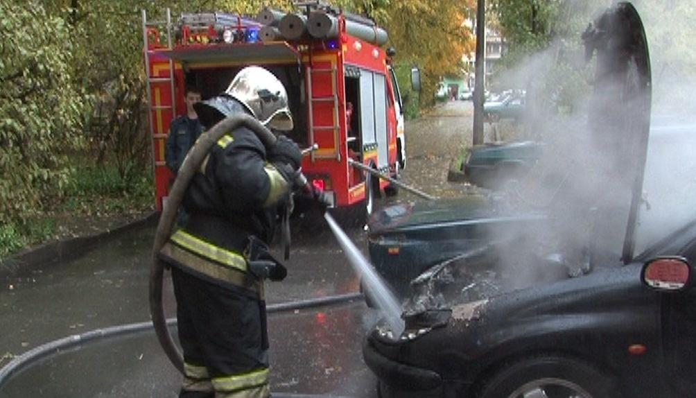 В Свободном огнеборцы ликвидировали возгорание автомобиля